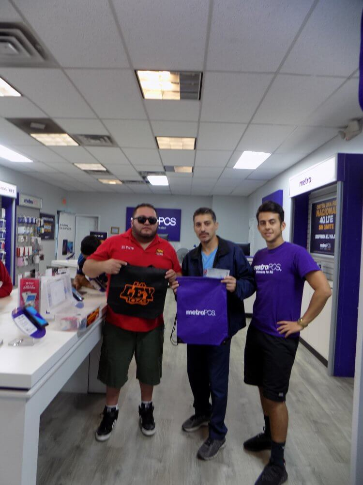 "Johnny ""El Perro"" en Metro PCS 10-7-17 • La Ley 107.9 FM"